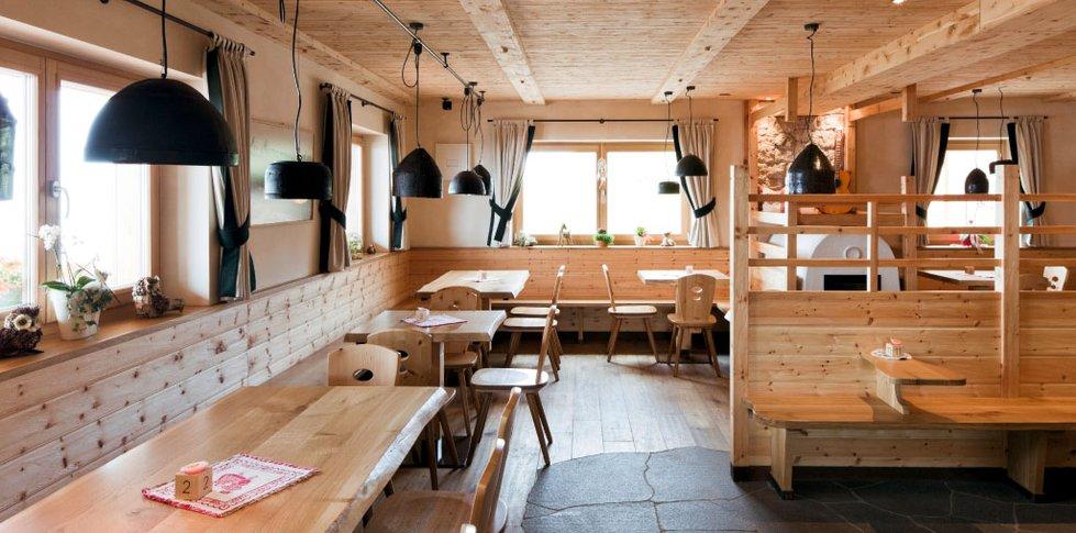 Rifugio rasciesa ortisei resch interiors for Boutique hotel ortisei