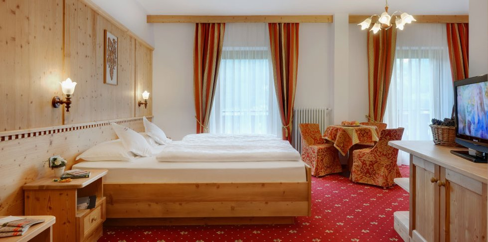 Hotel ronce ortisei resch interiors for Boutique hotel ortisei